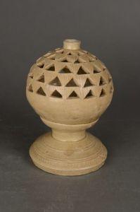 西晋 · 越窑青釉瓷球形香熏(吴中博物馆)