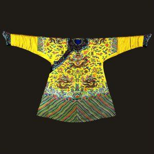 清代 · 明黄色彩云金龙纹妆花缎夹蟒袍(江宁织造博物馆)