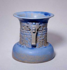 明代 · 宜兴窑仿古铜纹尊(故宫博物院)