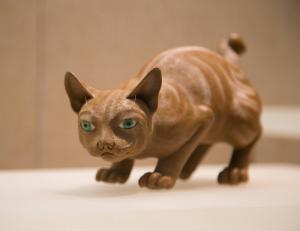 清代 · 石湾窑陶塑金丝猫(广东省博物馆)