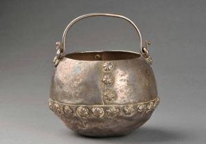 唐代 · 提梁银罐(河南博物院)