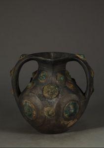 西汉 · 黑陶嵌铜泡钉双耳壶(深圳博物馆)