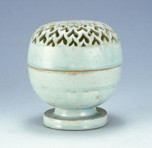 宋代 · 青白釉香薰(扬州博物馆)