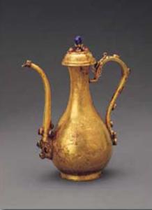 明代 · 嵌宝石龙纹带盖金执壶(首都博物馆)