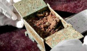 山西:垣曲北白鹅墓地发现周代女性化妆品盒