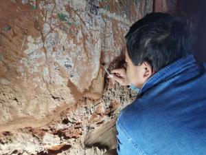 """""""草原敦煌""""阿尔寨石窟已完成10座石窟壁画修复保护"""