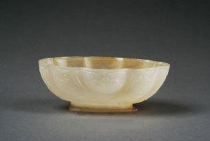 唐代 · 忍冬纹八曲长杯(陕西历史博物馆)