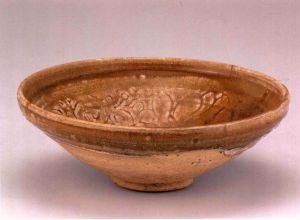 元代 · 姜黄釉刻花瓷碗(宁夏博物馆)