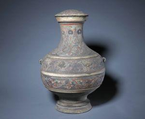西汉 · 凸雕龙凤纹彩绘陶壶(故宫博物院)