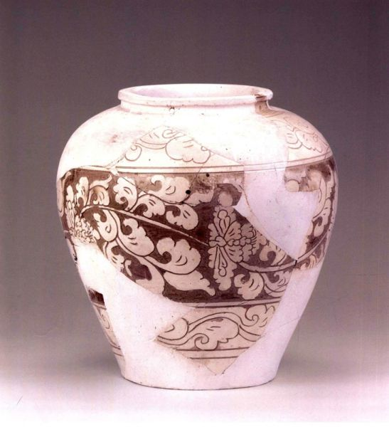 西夏  ·  白釉剔刻花纹罐(宁夏博物馆)