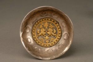 唐代 · 鎏金双狮纹银碗(陕西历史博物馆)