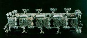 春秋 · 云纹铜禁(河南博物院)