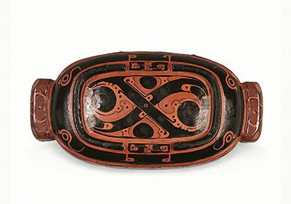 西汉 · 彩绘漆豕口形双耳长盒盖(湖北省博物馆)