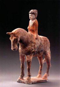 唐代 · 彩绘骑马女俑(宁夏博物馆)