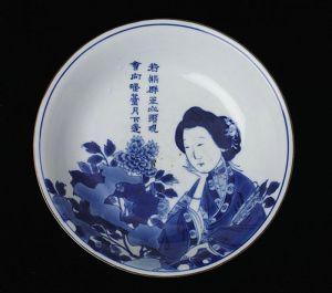 清代 · 青花仕女图盘(湖南省博物馆)