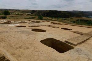 陕西:寨山遗址发现多个活人殉葬墓,初判均为女性
