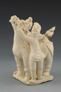 北宋 · 青白釉胡人牵马俑(江西省博物馆)