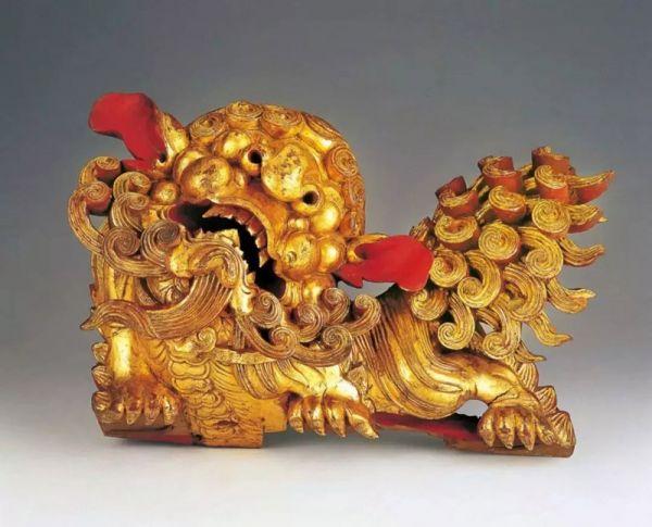 清代 · 圆雕狮子形梁托(广东省博物馆)