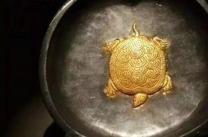 唐代 · 鎏金龟纹桃形银盘(陕西历史博物馆)