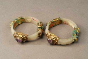 唐代 · 镶金白玉臂环(陕西历史博物馆)