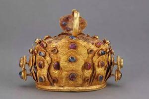 明代 · 金镶红蓝宝石冠(云南省博物馆)