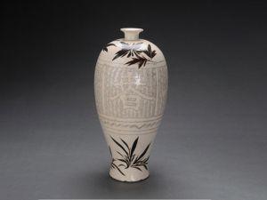 宋代 · 白釉春夏秋冬梅瓶(河南博物院)