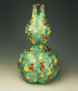 清代 · 粉彩三孔葫芦瓶(山东博物馆)