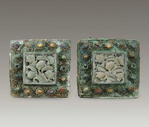 明代 · 镶宝嵌玉鎏金铜枕顶(湖北省博物馆)