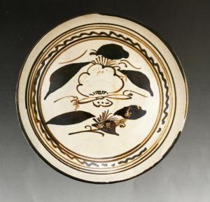 金代 · 白釉褐彩花井纹碗(营口市博物馆)