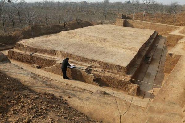唐丰陵陵园发掘出乳阙遗址 其上阙体为三出阙结构