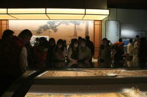 """山东博物馆:衣冠服章里的""""大明风华"""",明代成衣实物的一次罕见展示"""