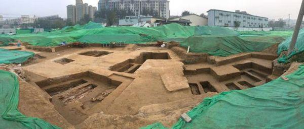 北京地铁14号线景泰站附近发现古墓 考古挖掘正在进行中