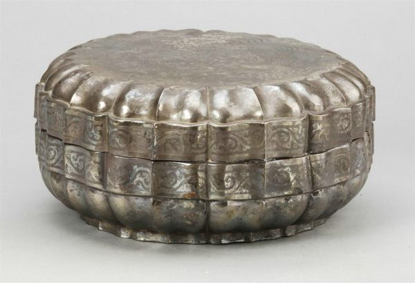 元代 · 菱花形凤纹银果盒(安徽博物院)
