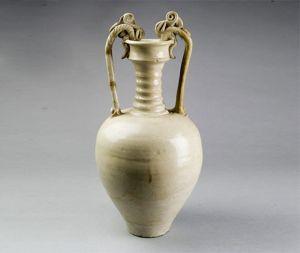 唐代 · 白釉双龙瓷尊(郑州博物馆)