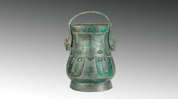 商代 · 兽面纹龙首提梁卣(山西博物院)