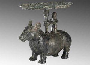 战国 · 铜牺立人擎盘(山西博物院)