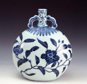 明代 · 景德镇窑青花山茶纹扁壶(上海博物馆)