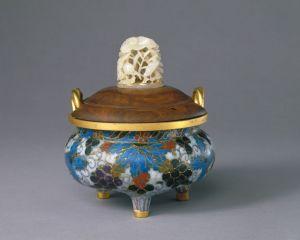 明代 · 掐丝珐琅葡萄纹绳耳炉(故宫博物院)