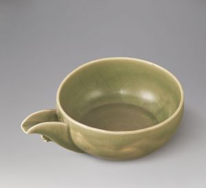 元代 · 龙泉窑青釉瓷匜(甘肃省博物馆)
