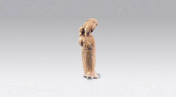 唐代 · 彩绘抱婴女立俑(陕西历史博物馆)
