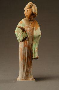 唐代 · 彩绘持镜女立俑(陕西历史博物馆)