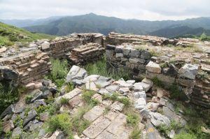 山西:新广武三段长城猴儿岭顶发现一石匾
