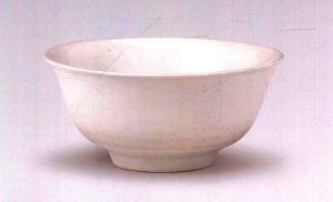 明代 · 白釉暗花龙凤纹碗(宁夏博物馆)