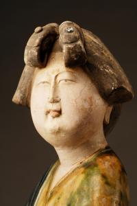唐代 · 三彩女立俑(陕西历史博物馆)