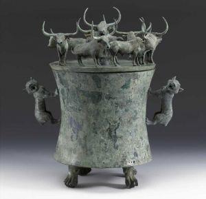 西汉 · 八牛贮贝器(上海博物馆)
