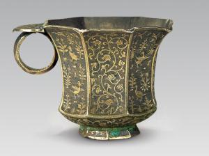 唐代 · 鎏金蔓草花鸟纹八棱银杯(陕西历史博物馆)
