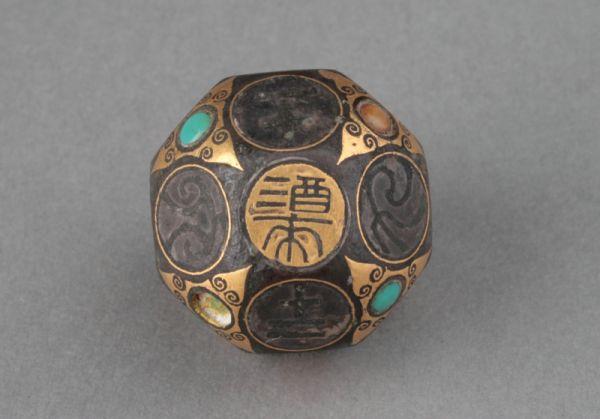 西汉 · 错金银镶嵌铜骰子(河北博物院)