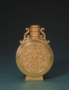 清代 ·  金錾夔龙纹扁壶(故宫博物院)