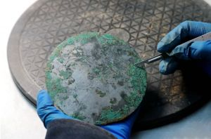 陕西:西咸新区大堡子墓地出土80余枚西汉铜镜