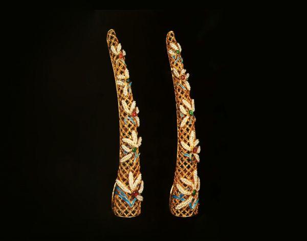 清代 · 金镶石珠指甲套(中国国家博物馆)